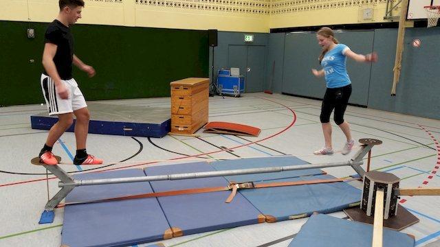 Gymnasium Am Löhrtor, Siegen - Parkour in unserer Turnhalle